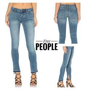 🆕Free People Side Slit Released Hem Jeans Size 24